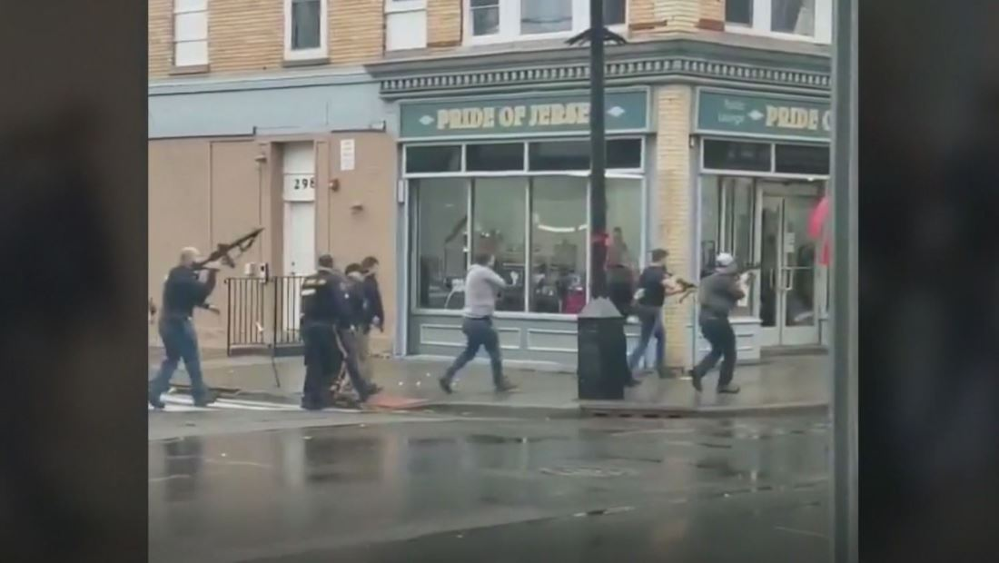 Al menos seis personas mueren en un tiroteo entre policía y pistoleros en Nueva Jersey