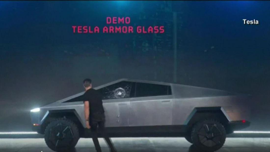 El fallo de la camioneta de Tesla en su debut que provoca burlas en las redes sociales