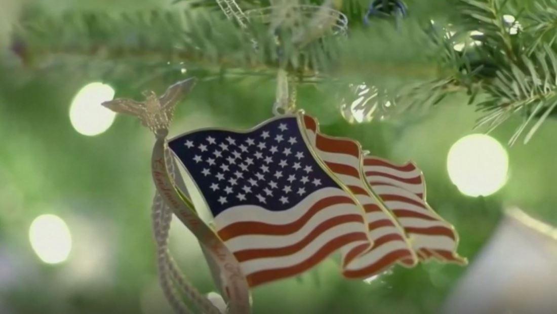 Melania Trump muestra el espíritu navideño de la Casa Blanca