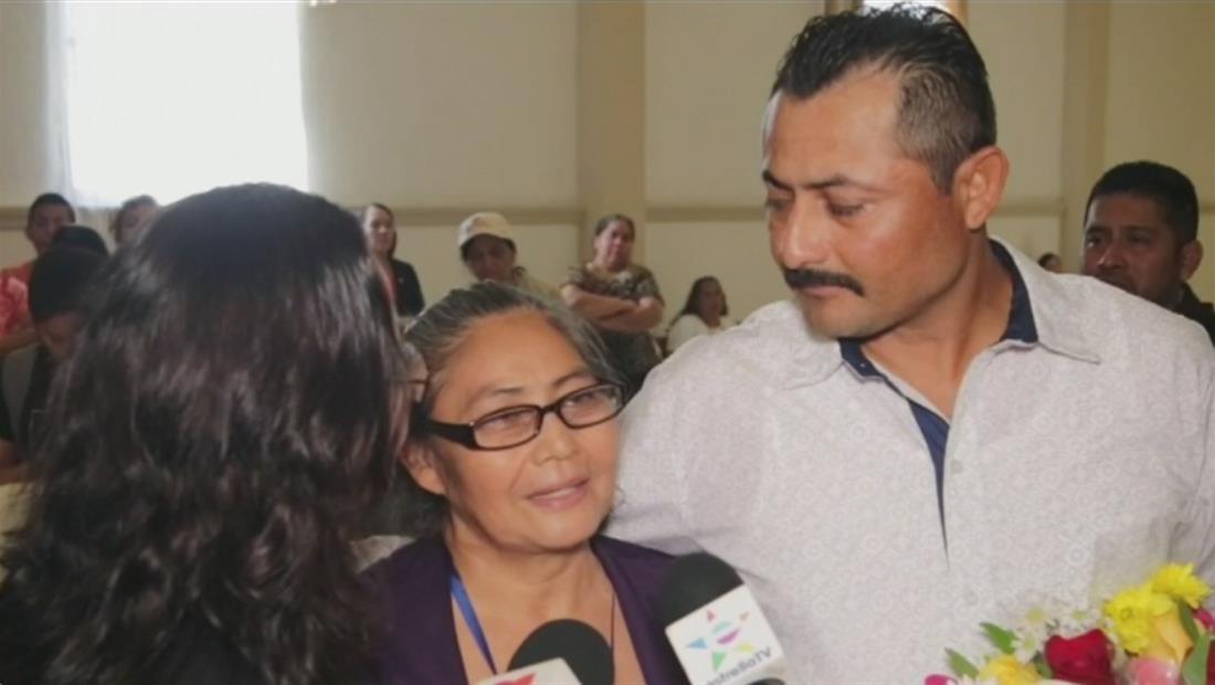 Madre salvadoreña se reencuentra con su familia después de 31 años