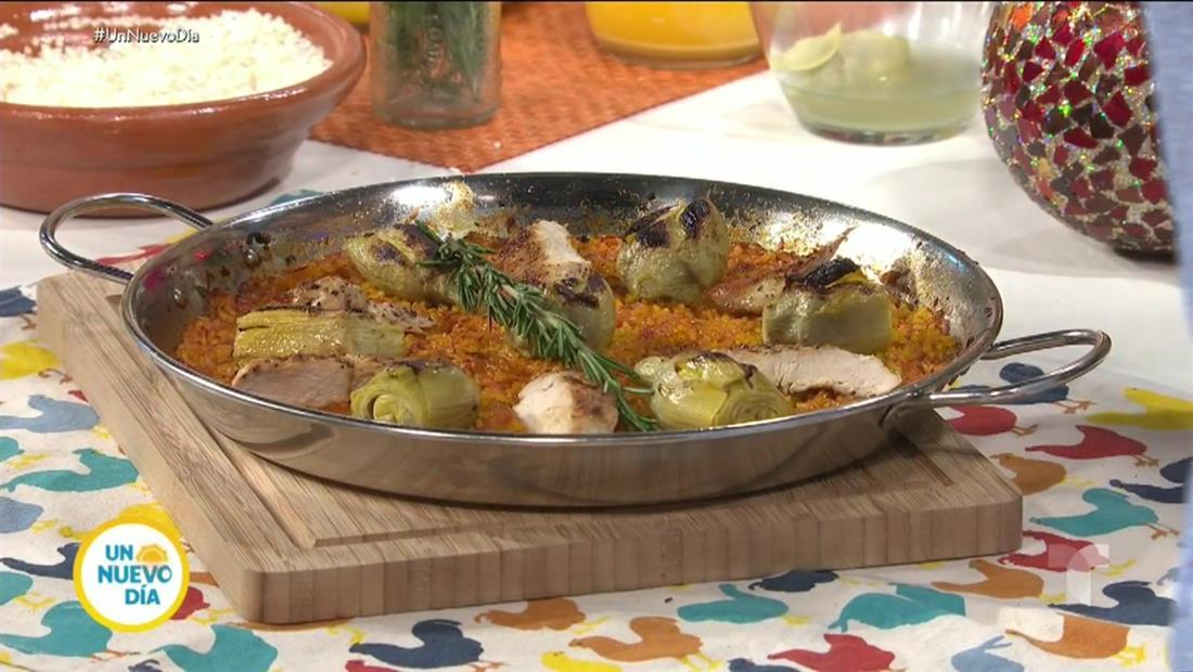 El chef james prepara una paella de pollo y alcachofa para Navidad