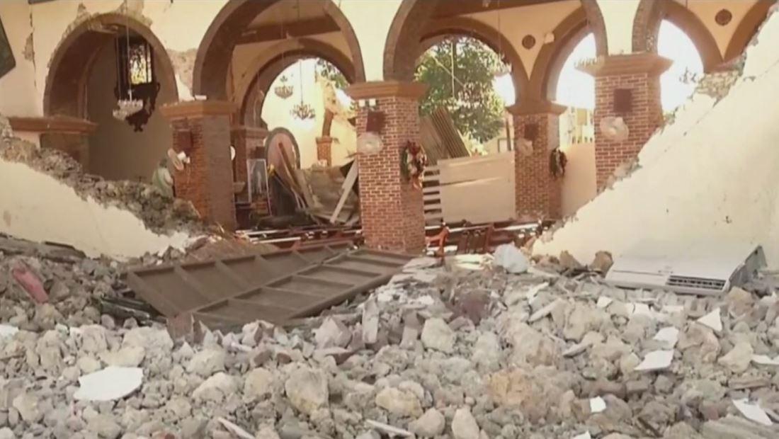 Antigua parroquia se derrumba tras sismos en Puerto Rico