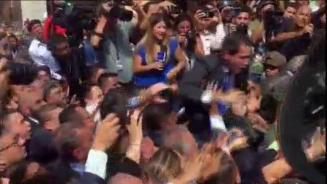 La guardia nacional atacó a diputados venezolanos que intentaban entrar en la Asamblea