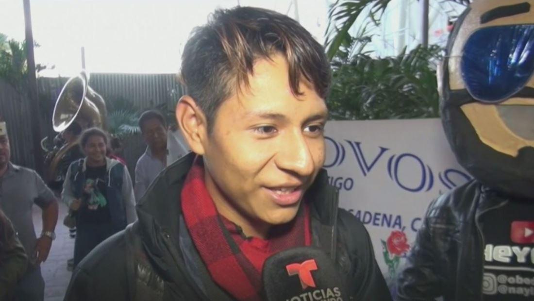 Andy Lovos recibe una bienvenida de 'héroe' en su regreso al Salvador