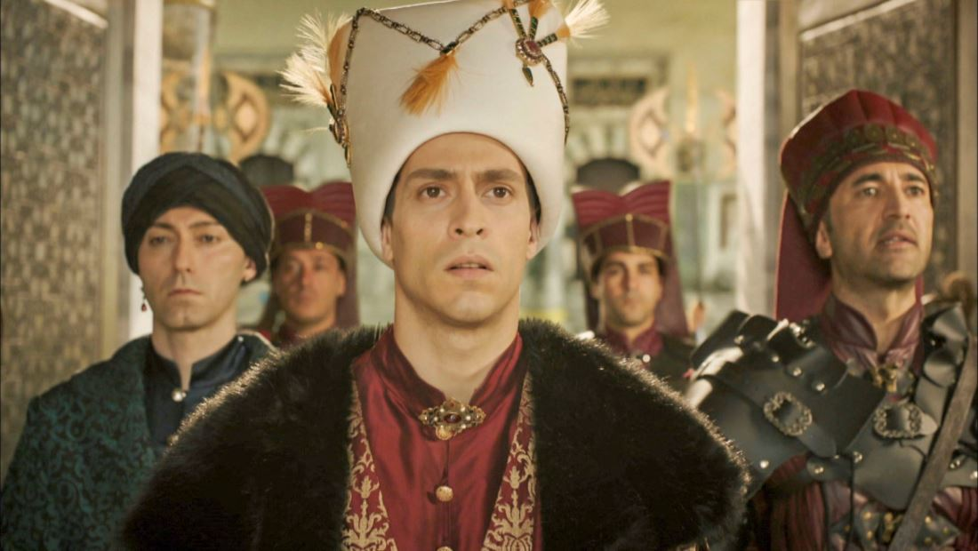 Ahmed asciende al trono