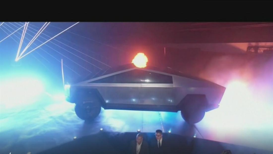 La accidente presentación de la primera camioneta eléctrica Tesla