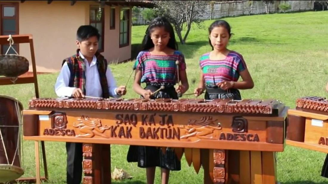 En esta escuela de Guatemala quieren recuperar uno de los instrumentos musicales más antiguos de América Latina