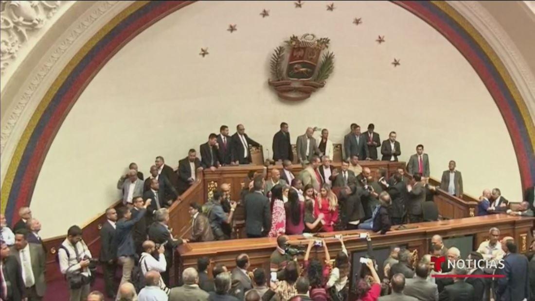 En Venezuela, la oposición acusa al chavismo de un golpe de estado al parlamento