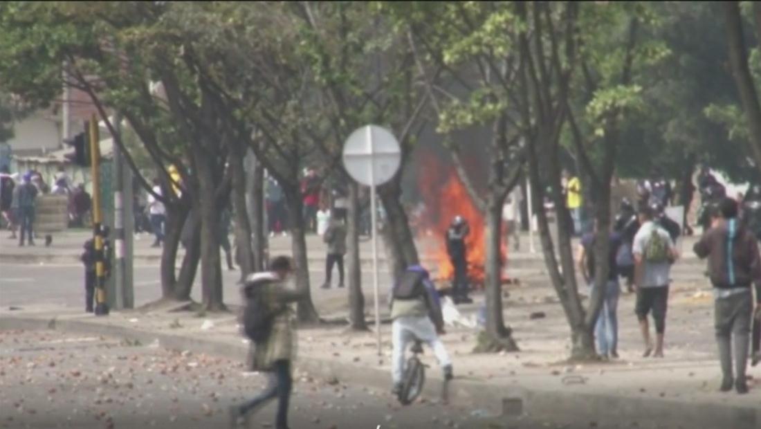 Violencia y enfrentamientos en el segundo día de protestas en Colombia
