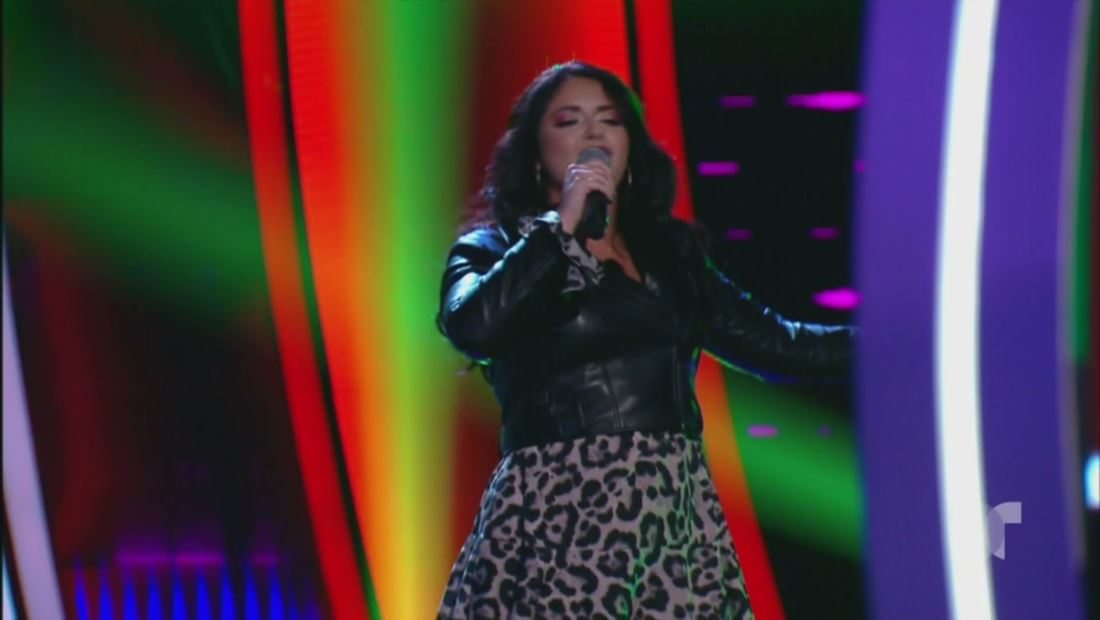 """La Voz US 2: ¡Sin miedo! Así cantó Alexandra Carro el tema """"Qué Pretendes"""""""