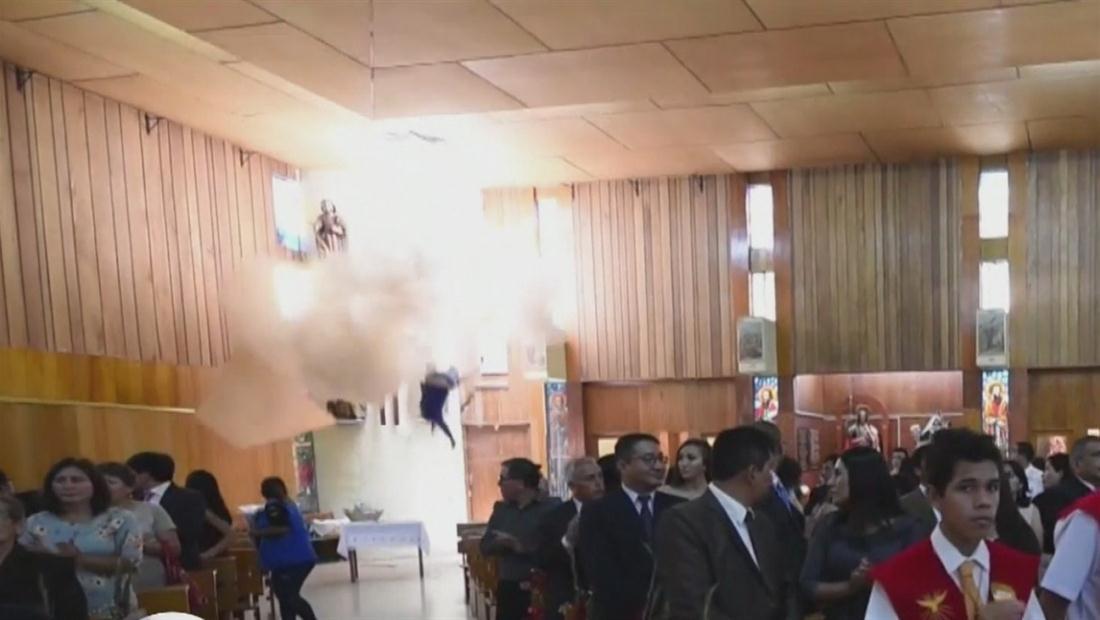 Obrero cae fatalmente en plena misa de Perú