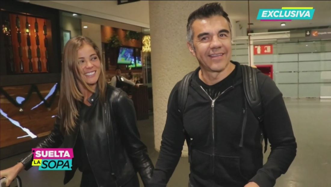Adrián Uribe enamorado de una chica 19 años menor que él
