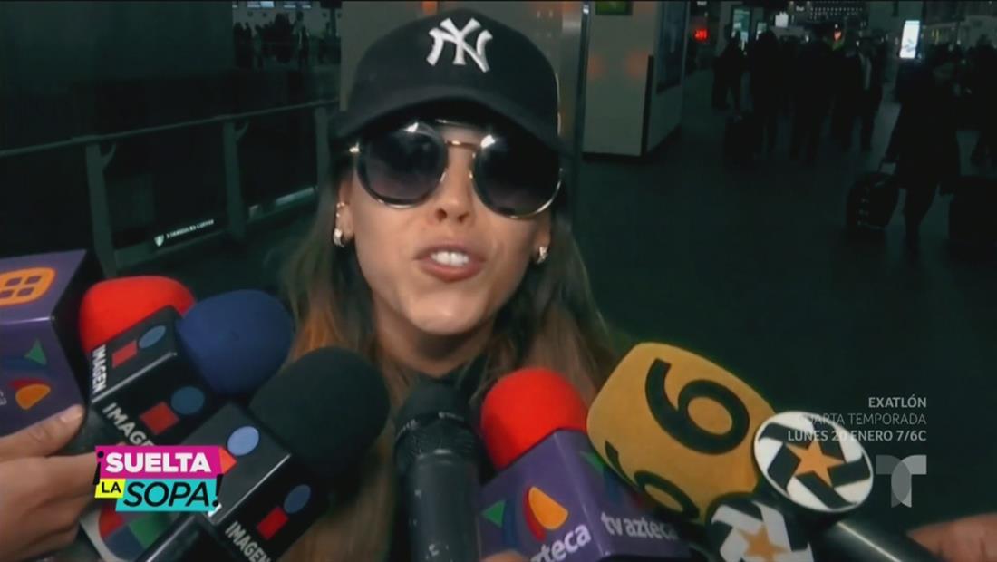 ¡Acorralan a Danna Paola en pleno aeropuerto y se arma tremendo caos!