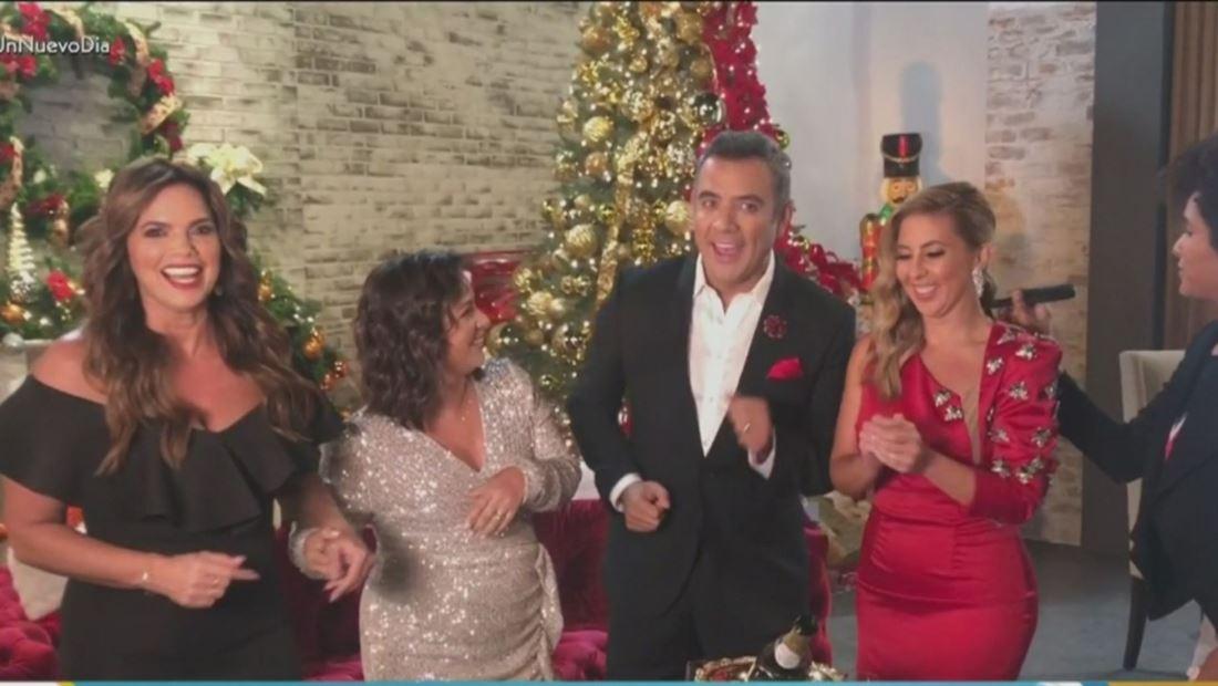 Un Nuevo Día celebra la temporada con un bello árbol de Navidad