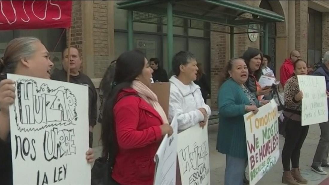 Inquilinos de California protestan contra dueños de viviendas