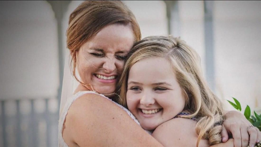 Novia se reúne con niña de ocho años a quien le salvó la vida