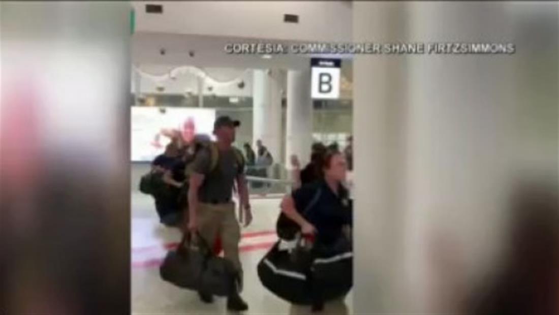Australia recibe entre aplausos a bomberos estadounidenses