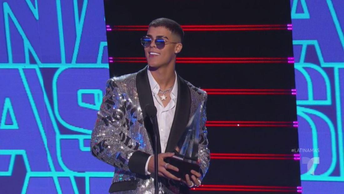 Lunay gana el premio Nuevo Artista del Año en los Latin AMAs 2019