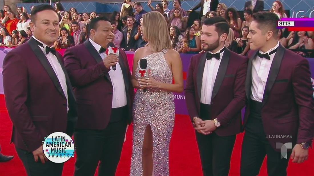 Banda Los Sebastianes en la alfombra roja   Latin AMAs 2019