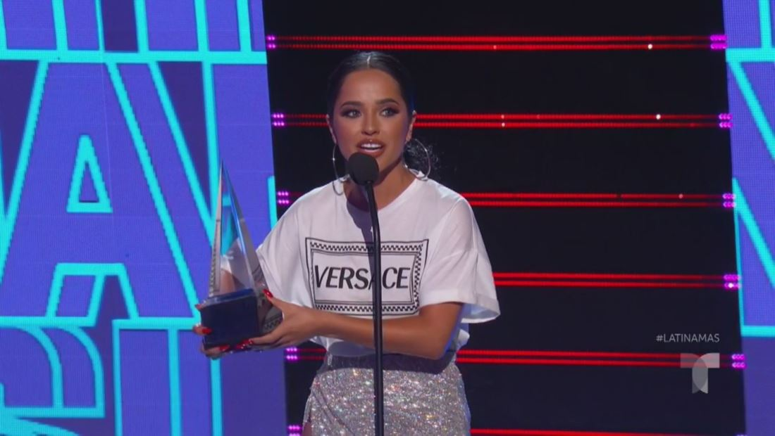 Becky G gana el premio Artista Favorita Femenina en los Latin AMAS 2019