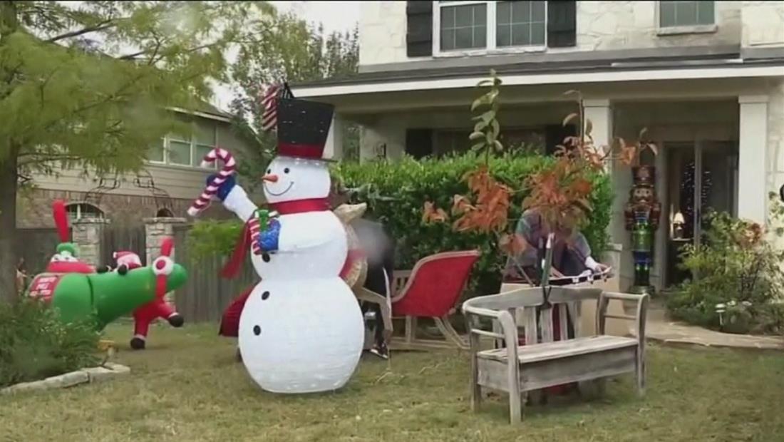 Familia de Texas se mete en tremendo problema por adornos navideños