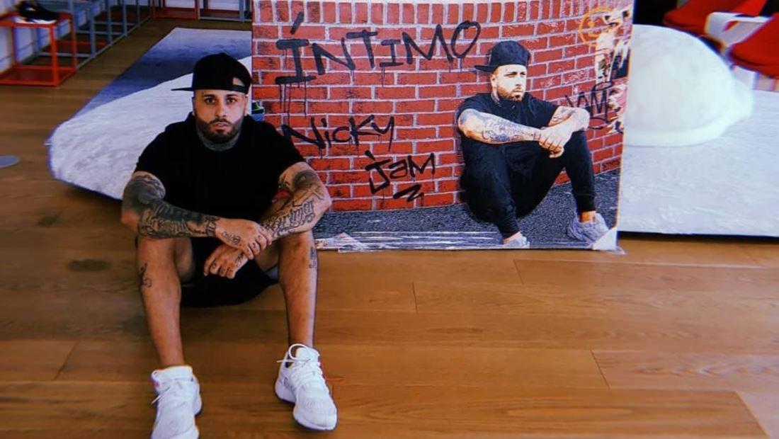 "Nicky Jam sorprende a sus seguidores con ""Íntimo"""