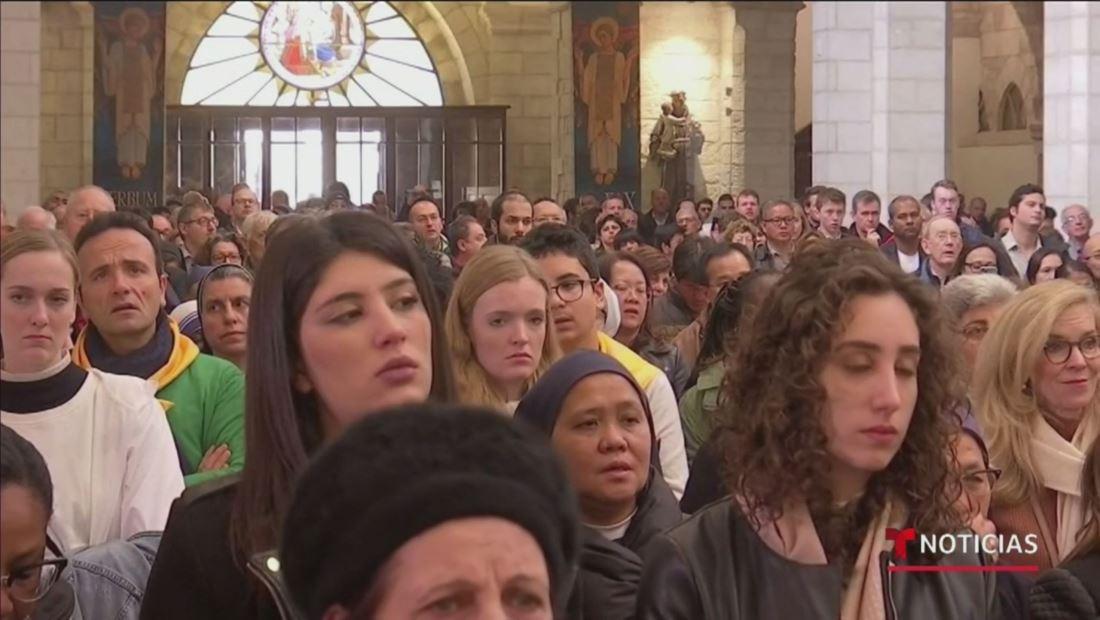 Cientos de Peregrinos asisten a la tradicional la misa de Navidad en Belén