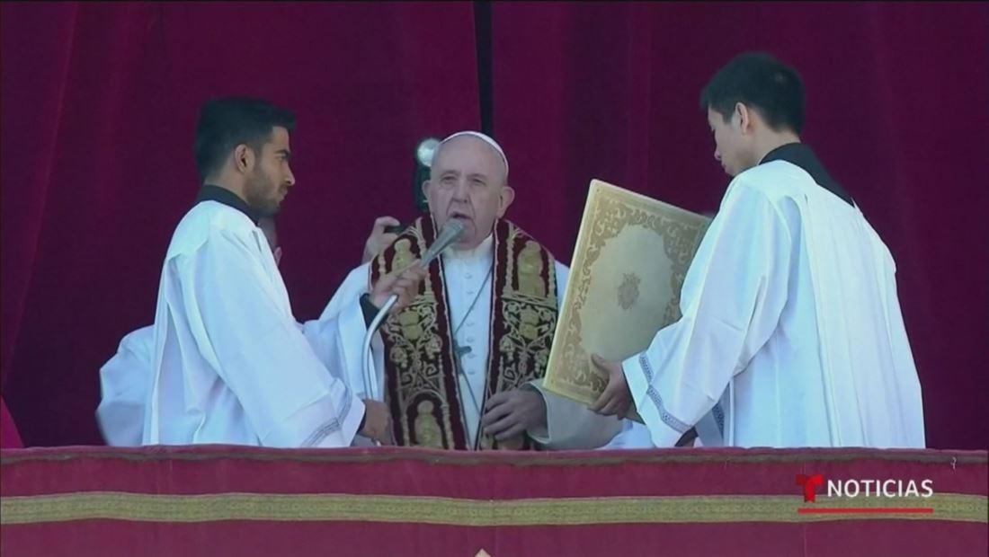 Papa Francisco pidió por los inmigrantes durante su plegaria de Navidad