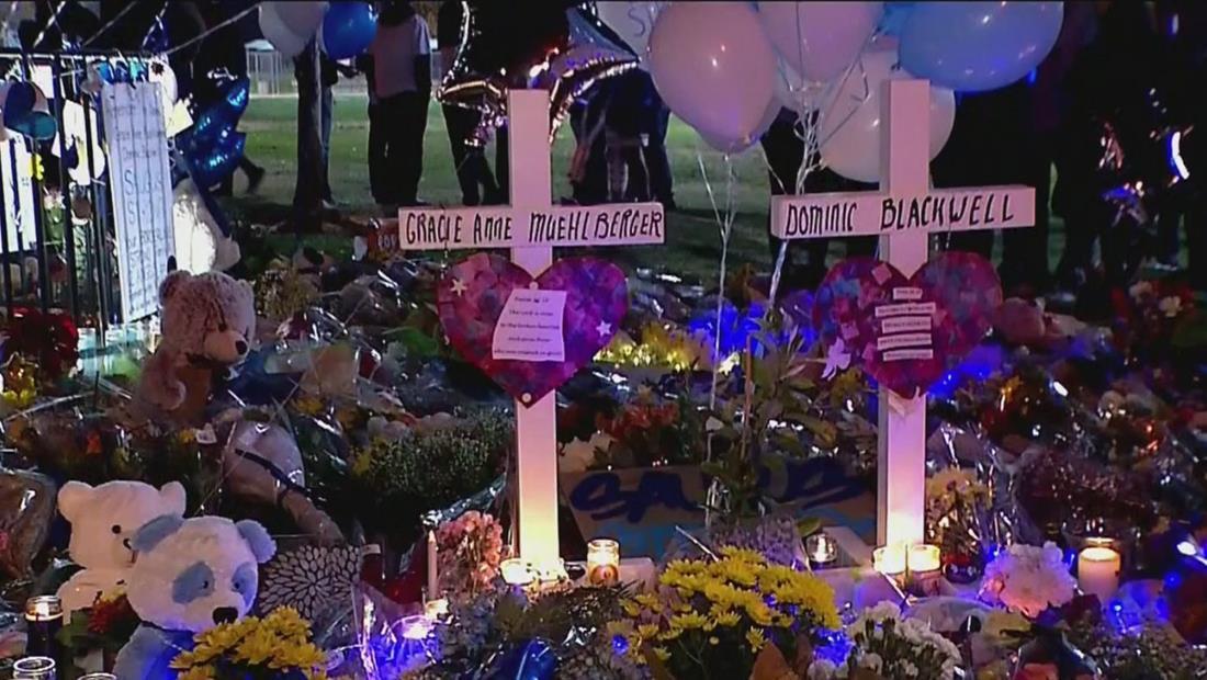 Tiroteo en Santa Clarita: miles de personas asisten a la vigilia en honor a las víctimas
