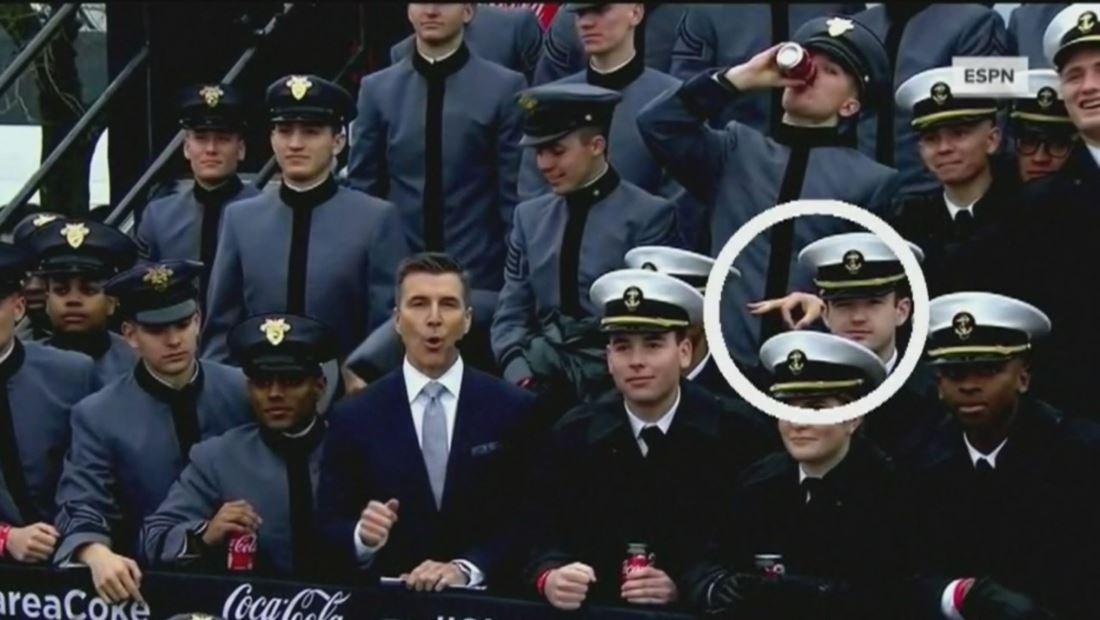 Investigan a cadetes por mostrar señales de supremacismo blanco