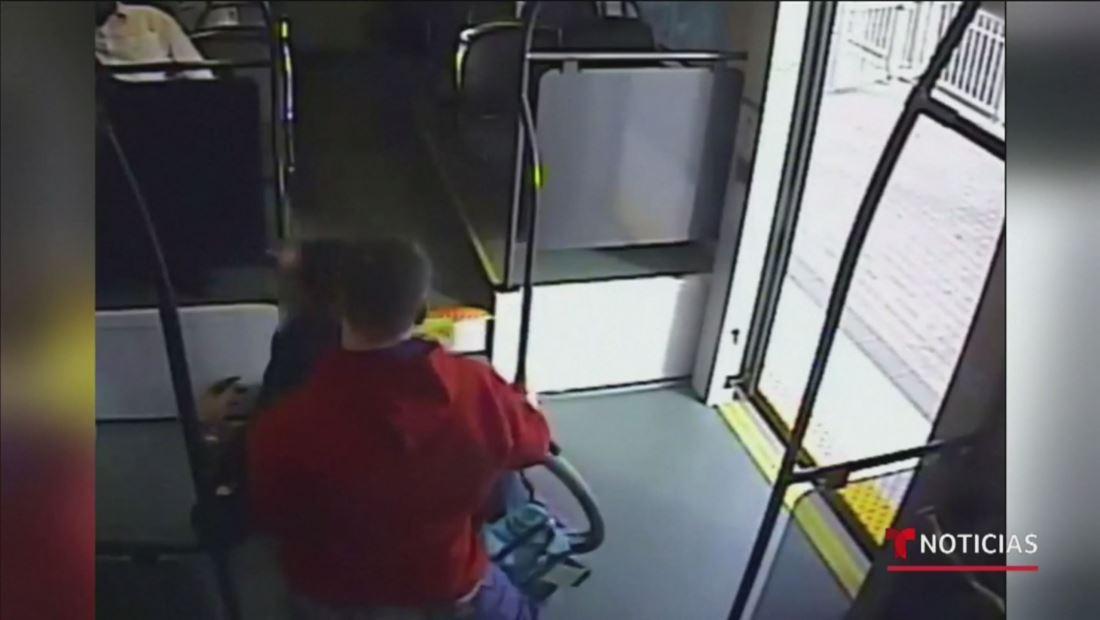 Autoridades de Phoenix buscan a un hombre que atacó a una mujer en el metro para intentar robarle su silla de ruedas