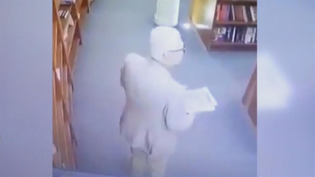 Embajador mexicano es suspendido por robar en librería de Argentina