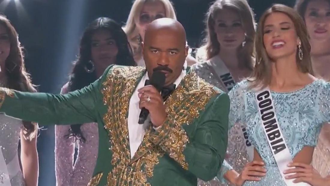 Steve Harvey es criticado por broma sobre narcos en Miss Universo 2019