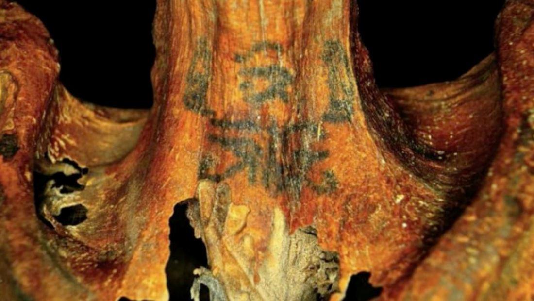 Descubren misteriosas figuras tatuadas en momias femeninas de hace 3 mil años