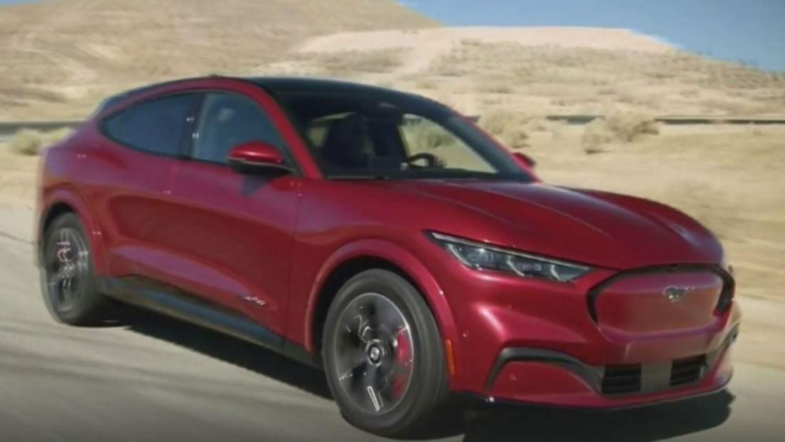 El mítico Ford Mustang entra en la era moderna con su versión eléctrica