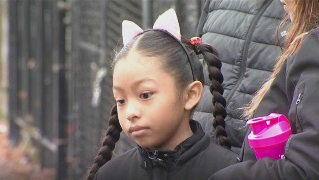 Niña latina baleada en Chicago en la noche de Halloween regresa a casa