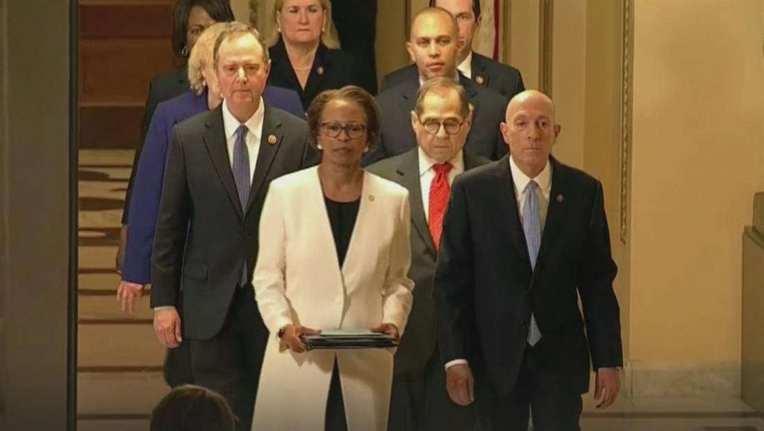 Cámara de Representantes entregan al Senado los artículos de juicio político contra Trump