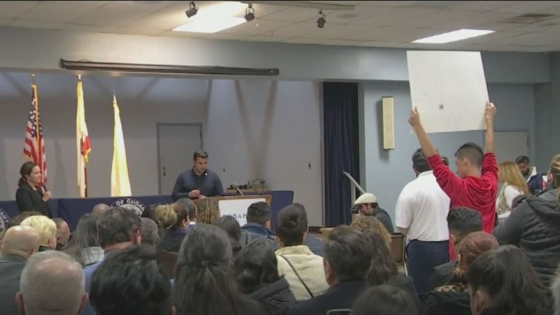 Residentes expresan frustración por avión que liberó combustible y la falta de transparencia en el proceso de investigación