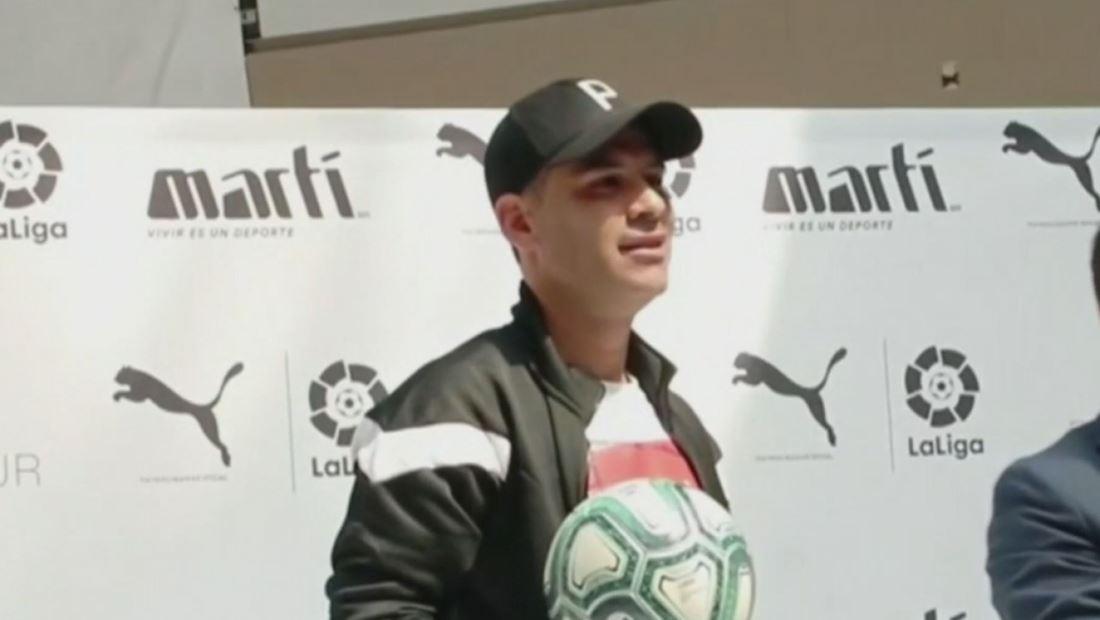 ¿Rafa Márquez engaña a su esposa con otra? (VIDEO)