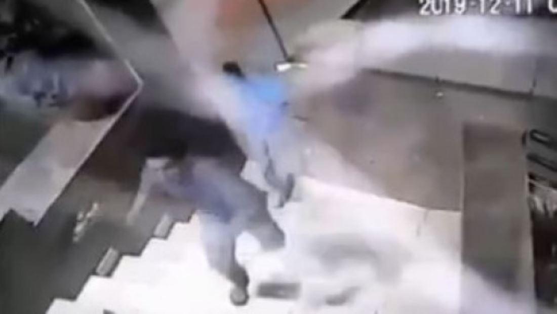 Asaltantes atacan a un hombre a cuchilladas y martillazos para luego huir