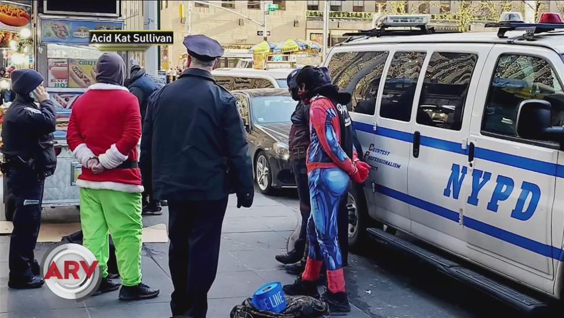 El Hombre Araña, Capitán América y Grinch, ¿arrestados en Nueva York?