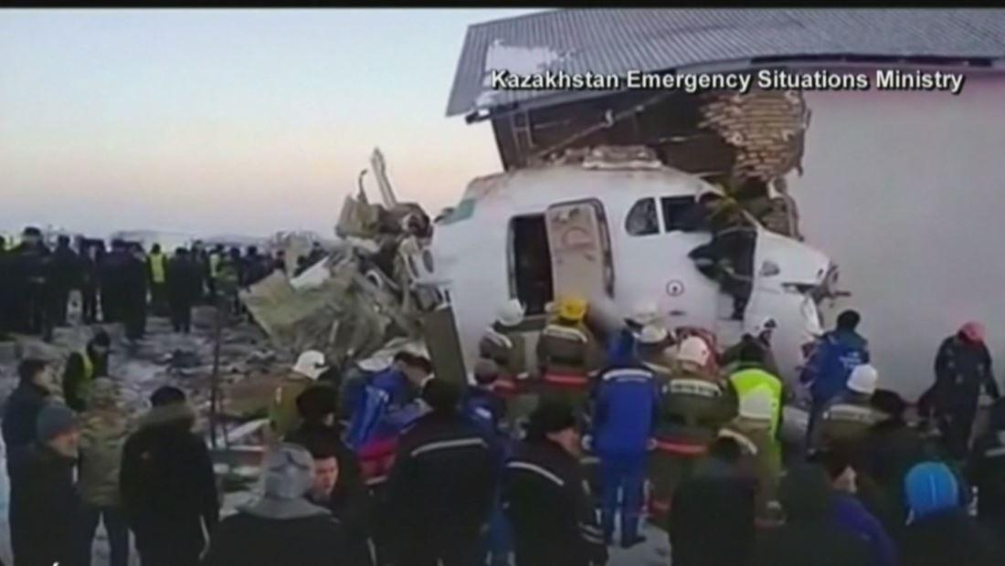 """"""" Tragedia aérea en Kazajistán deja 12 personas muertas y 44 heridos"""""""