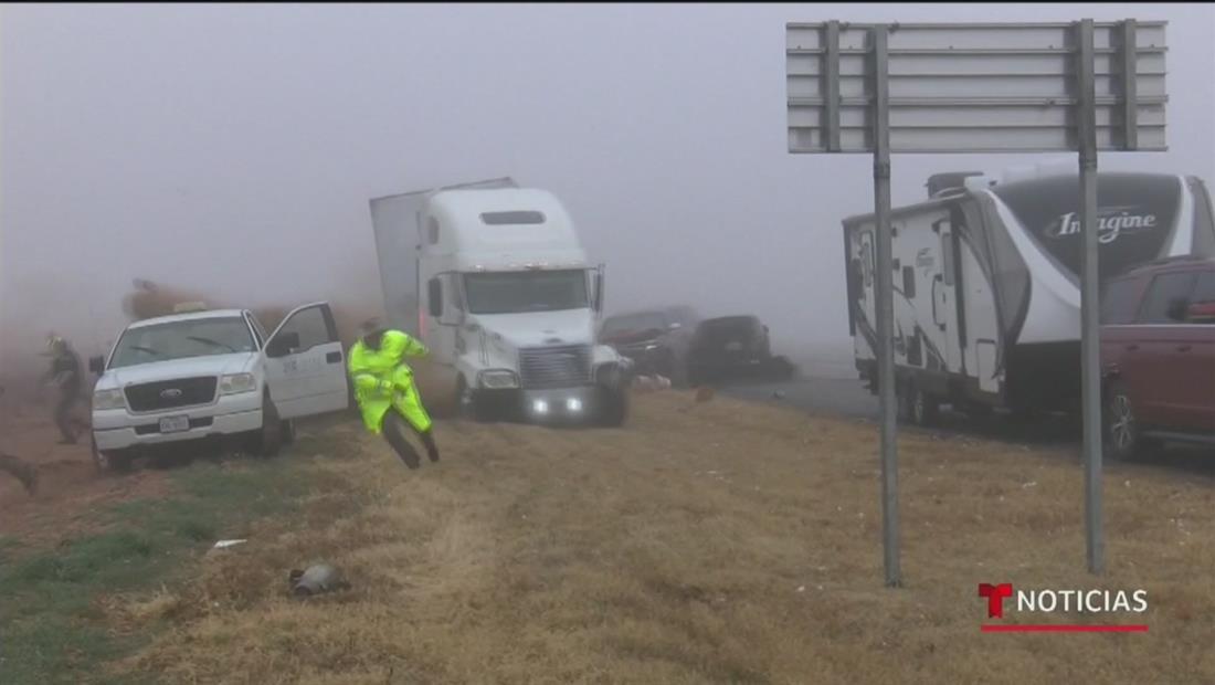El mal tiempo y la niebla provocan accidente múltiple al oeste de Texas con un traíler involucrado