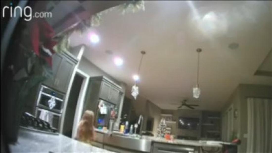 Ciberpirata causa pánico al espiar a niña por cámara de seguridad