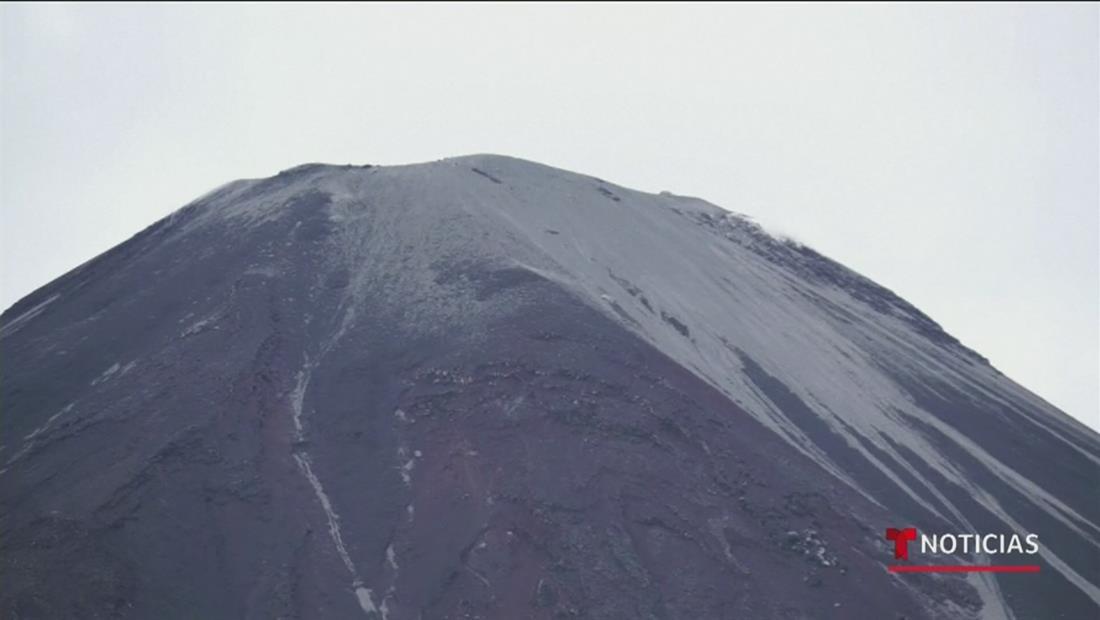 """Alarma en Ecuador tras violenta erupción del """"Reventador"""", el volcán más activo de ese país"""