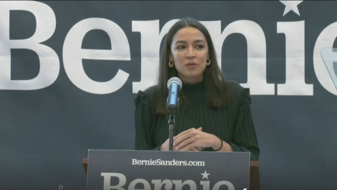 EXCLUSIVA: Alexandria Ocasio-Cortez busca ganar la confianza del voto latino