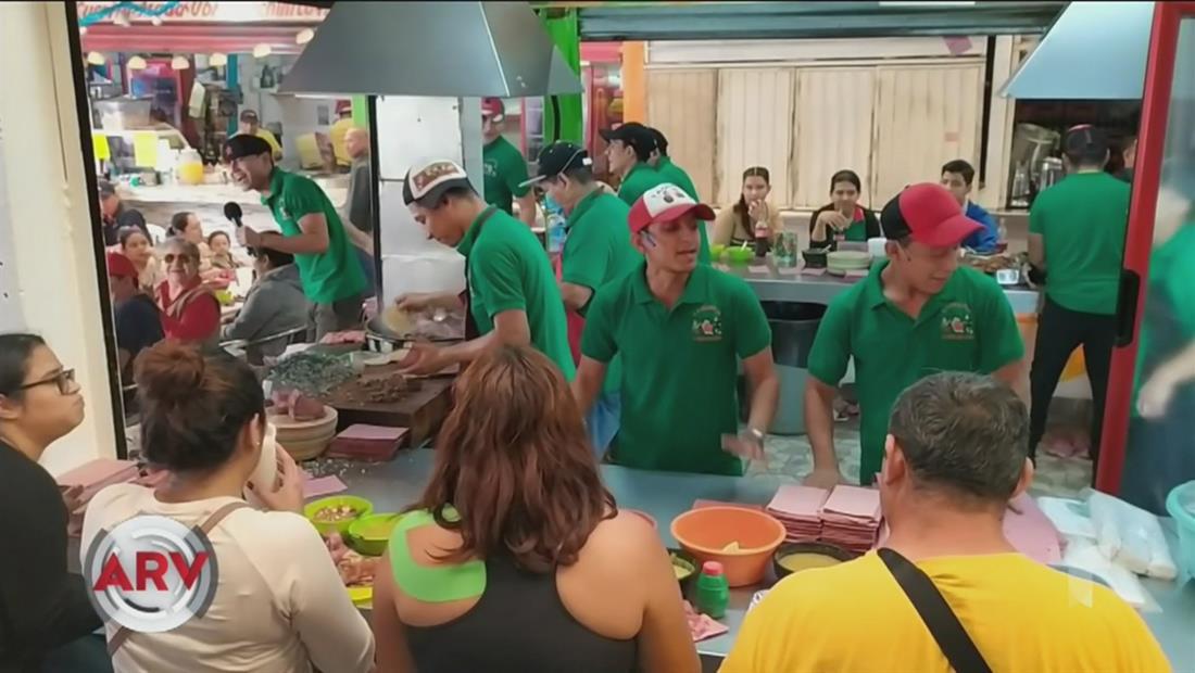 Taquería Roquera causa sensación vendiendo tacos al ritmo de música rock