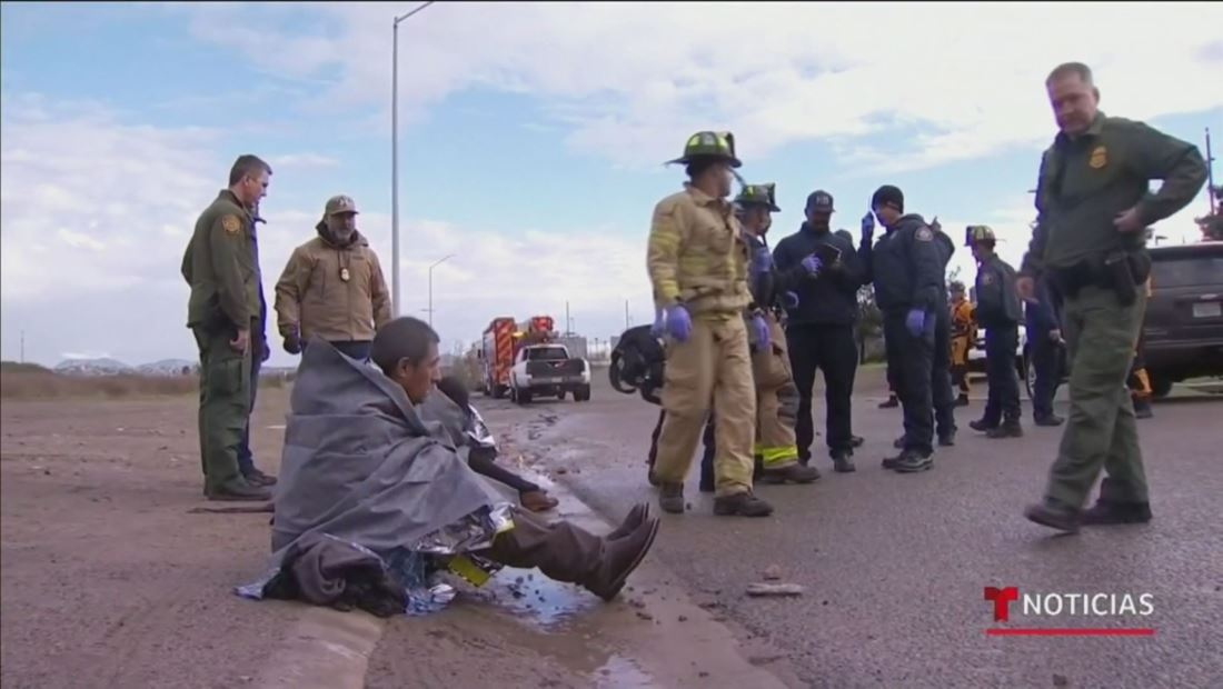 Rescatan a 5 inmigrantes mexicanos que intentaron cruzar la frontera por un drenaje