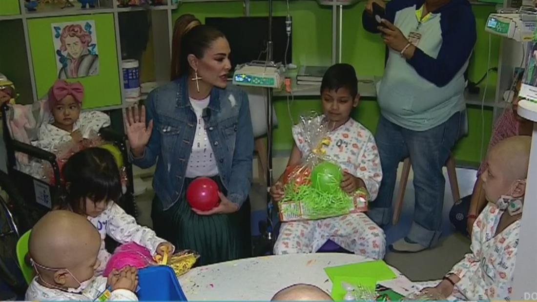 Ninel Conde llena de alegría y regalos a niños enfermos en Acción de Gracias