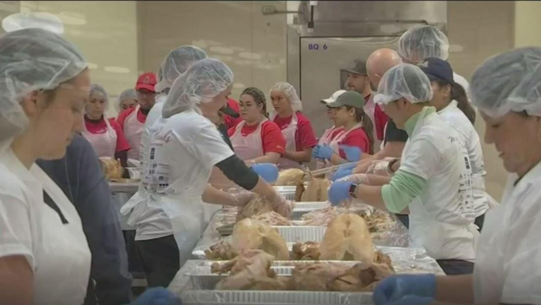 Casa García ofrece miles de cenas de Acción de Gracias para los más necesitados